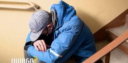 Tragiczny los niepełnosprawnego Kacpra. Śpi na klatkach, bo matka wyrzuciła go z domu