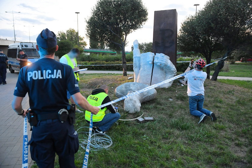 Pomnik gen. Berlinga zniszczony. Sprawcy będą mieli kłopoty
