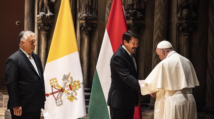 Pápát köszöntötték az ország vezetői / Fotó: MTI/Miniszterelnöki Sajtóiroda/Fischer Zoltán