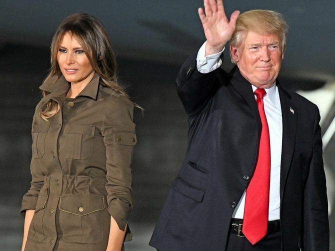 Da li je ON ikada nežan prema Melaniji? Donaldov poslednji gest razbesneo Amerikance!