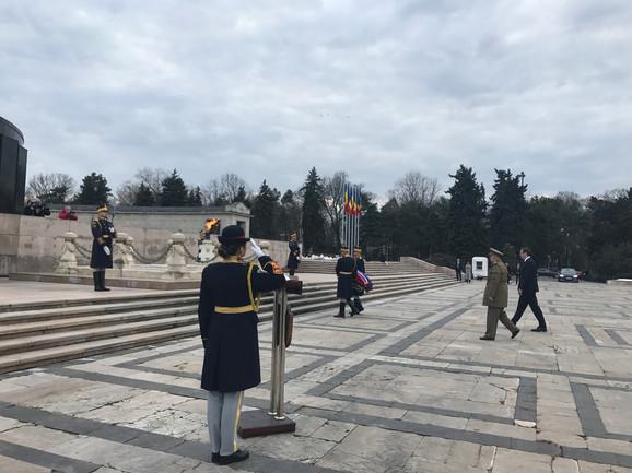 Polaganje venca na spomenik Neznanom junaku