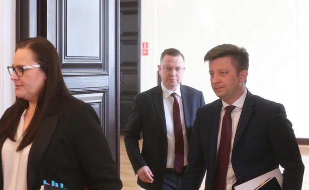 Dworczyk podczas poniedziałkowej rozmowy w radiu TOK FM był pytany, jakie rząd przygotował propozycje dotyczące ratowania firm, którym grozi bankructwo w związku z epidemią koronawirusa.