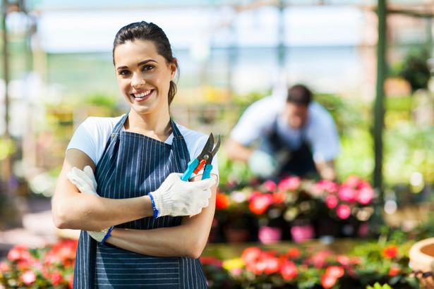 Pracownicy sezonowi decydujący się na pozostanie w kraju mogą wybierać spośród wielu ofert.