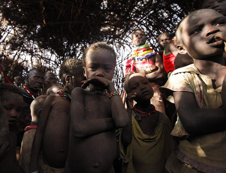 Miliony ludzi w Afryce cierpią z powodu głodu i pragnienia