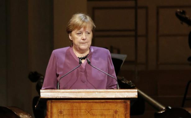 Szefowa Unii Chrześcijańsko-Demokratycznej (CDU) planuje ustąpić ze swojej funkcji, jak tylko znajdzie się polityk, który ją zastąpi. Co więcej, nie chce się ubiegać o stanowisko kanclerz Niemiec, chociaż pozostanie w rządzie jako minister obrony.