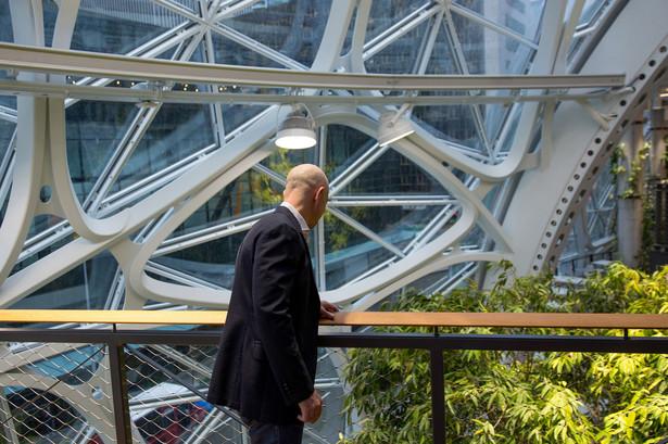 Jeff Bezos podczas otwarcia the Spheres, elementu siedziby Amazona w Seattle