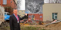 Rozpoznaj przodka na zdjęciu - niezwykły mural robotników