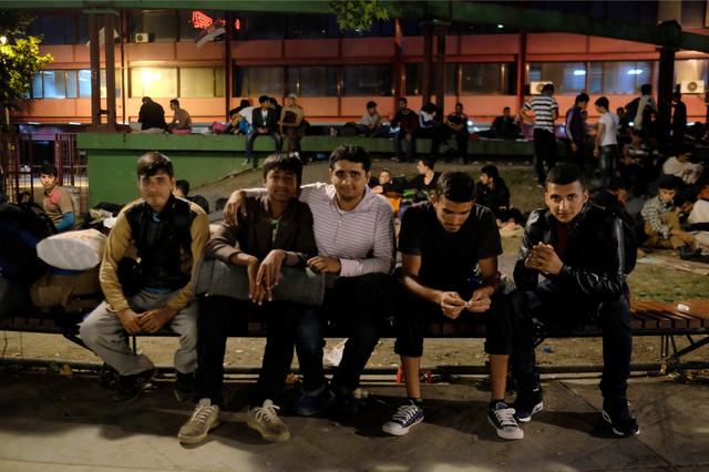 Migranti u parku kod Ekonomskog fakulteta