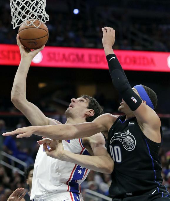 Boban Marjanović na NBA meču Orlando - Filadelfija