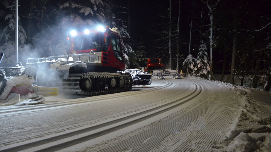 Zmodernizowane trasy biegowe w COS Zakopane. Posiadają sztuczne naśnieżanie i oświetlenie. Wciąż jednak są zbyt krótkie