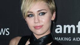 Posłuchaj Miley Cyrus śpiewającej dla Ellen Page i Julianne Moore