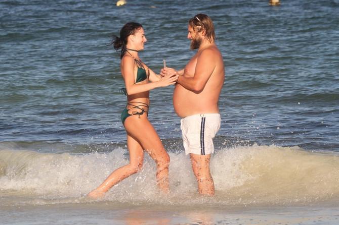 Elajza Kamings i Greg Vilijams uživaju na medenom mesecu