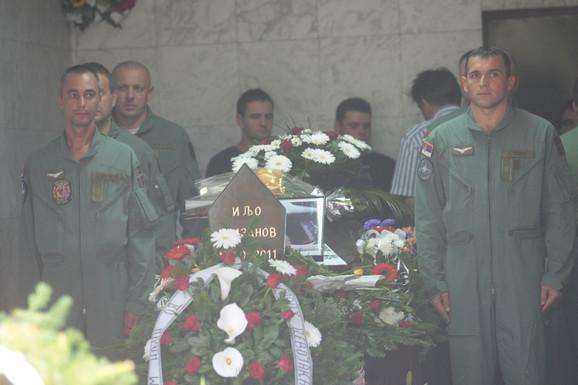 Bivše kolege Ilje Arizanova odale su mu vojnički poslednju počast