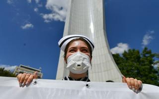 'Stop straszeniu medyków'. W Warszawie protestowali pracownicy służby zdrowia