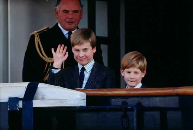 Princ Vilijam sa bratom Harijem