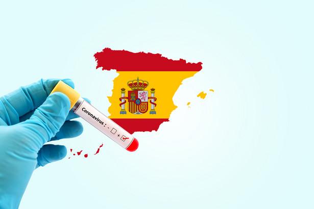 """Paszport immunologiczny prawdopodobnie byłby obowiązujący także wewnątrz Hiszpanii, np. dla uzyskania pracy w sektorach """"wrażliwych"""", jak służba zdrowia czy domy opieki."""