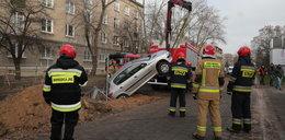 Samochód wpadł do wykopu