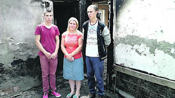 Vatra im uništila dom: Milka Novaković s decom