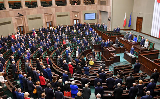 Tak dużo ugrupowań nie było w Sejmie od wprowadzenia progu wyborczego [OPINIA]