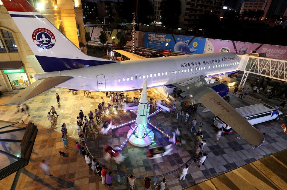 Restauracja w Boeingu 737 znajduje się na ruchliwym deptaku w handlowo-biurowej dzielnicy.