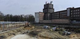 Z dużym poślizgiem ruszyła budowa Hiltona