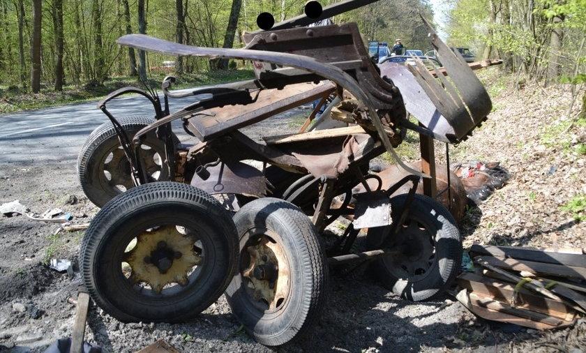 Wóz konny został doszczętnie zniszczony po zderzeniu z mercedesem