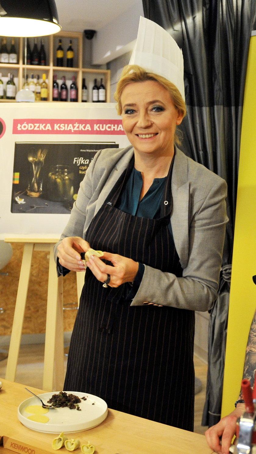 Hanna Zdanowska gotuje zalewajkę