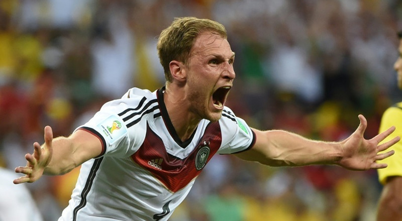 World Cup winner Hoewedes retires at 32