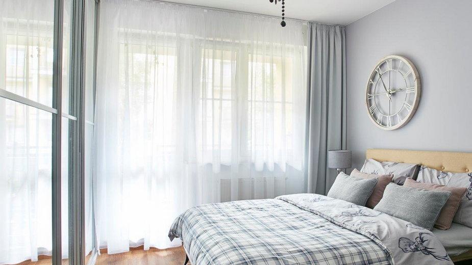 Masz ochotę zmienić coś w swojej sypialni? Przedstawiamy pięć pomysłów na jej modną aranżację