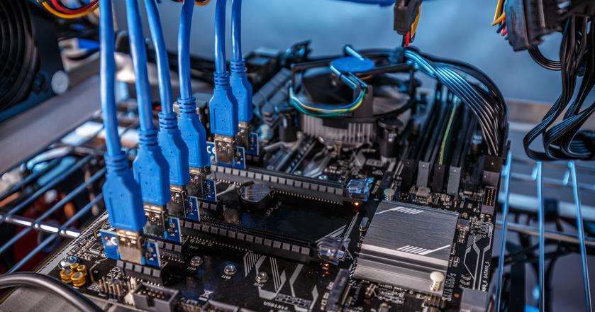 Najwięcej komputerów zainfekowanych nowym wirusem znajduje się w Rosji. Na zdjęciu: sprzęt do kopania kryptowalut