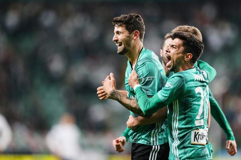 Wystarczyło pięć spotkań i sprzyjający kalendarz, by z dziewiątego miejsca Legia awansowała na pierwsze oraz awansowała do 1/8 finału Pucharu Polski eliminując Widzew.