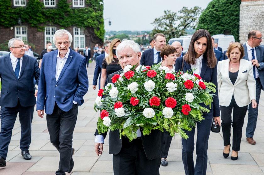 Dzień urodzin tragicznie zmarłego 10 kwietnia 2010 r. pod Smoleńskiem prezydenta zbiegł się z miesięcznicą pogrzebu pary prezydenckiej.