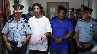 Ronaldinho enfin libéré de prison au Paraguay