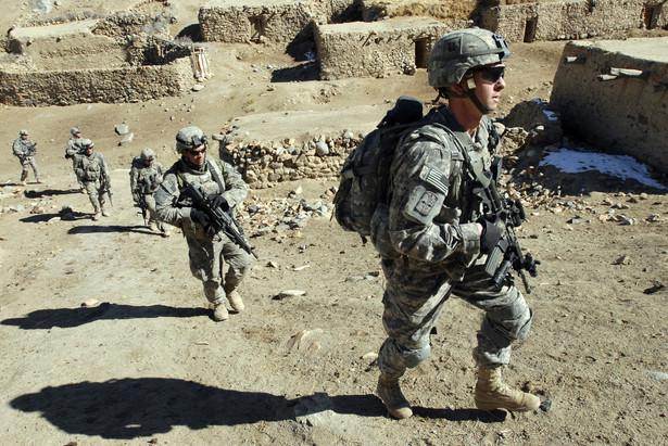 Początkowo Barack Obama skierował do Iraku 300 żołnierzy, później dwukrotnie zwiększał ten kontyngent, do poziomu 1400-stu.
