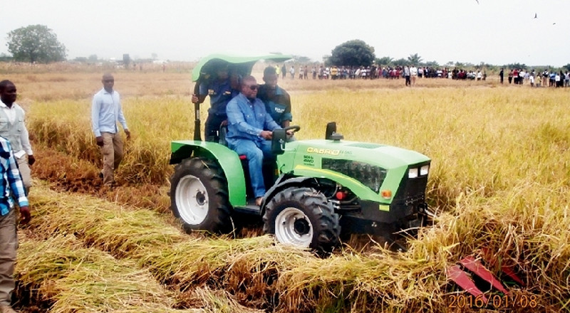 Farmers deserve better than cutlasses and hoes as prizes – Mahama