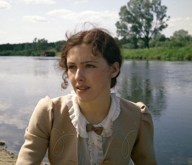 """Ewa Telega w filmie """"Kasztelanka"""", 1983 r."""