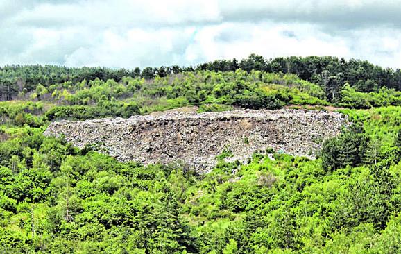 U neposrednoj blizini deponija je i rezervat prirode Uvac