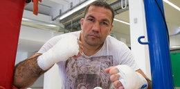 Znany bokser zrobił to dziennikarce na wizji. Kobieta składa skargę