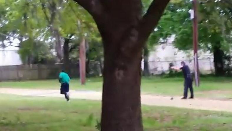 Policjant strzela do czarnoskórego mężczyzny w North Charleston, USA
