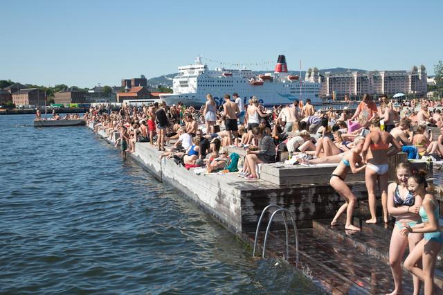 Stanovnici Osla u jednom od retkih trenutaka kada može da se ode na plažu