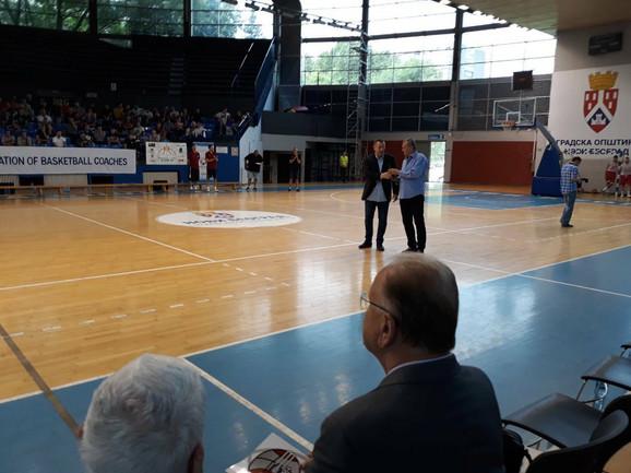 Dušan Ivković je posmatrao predavanje kolega
