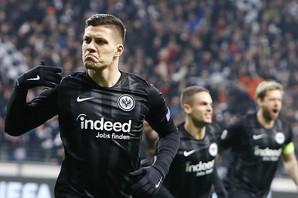 """ŠPANCI PIŠU Transfer bomba na """"Nou Kampu"""": Jović menja Suareza!"""