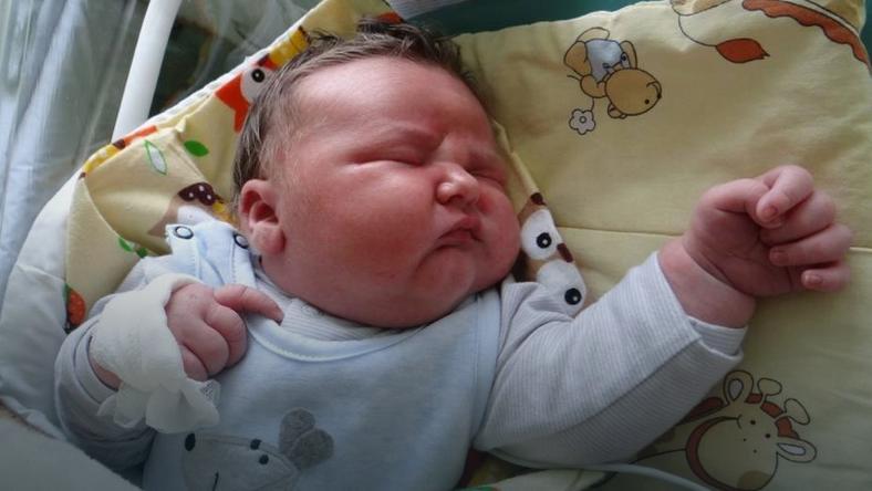 Rekordowo duży noworodek przyszedł na świat w Radomsku. Ważył 6,25 kg