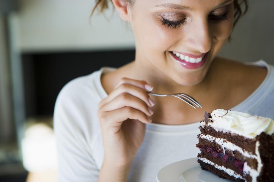 Jak pokonać uzależnienie od słodyczy? Kiedy warto wybrać się na terapię uzależnień?