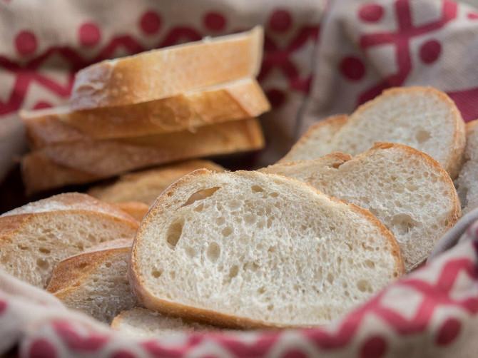 Hleb držite na NAJGOREM MOGUĆEM mestu u kući! Zvuči POGREŠNO, ali ako ga držite ovde, biće BESKONAČNO SVEŽ kao iz pekare