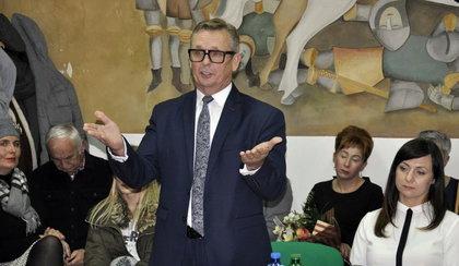 Szok! Burmistrz chciał błysnąć przed premierem, zniszczył fresk w zabytkowym ratuszu