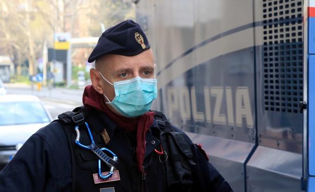 Włoski policjant na ulicach Mediolanu
