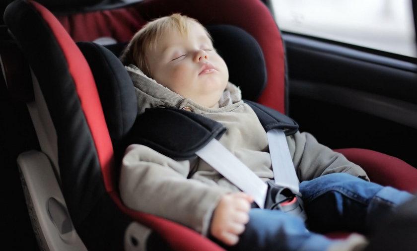 Temeratury są coraz wyższe, dtalego nie wolno zostawiać dzieci i zwierząt samych z zamkniętym samochodzie