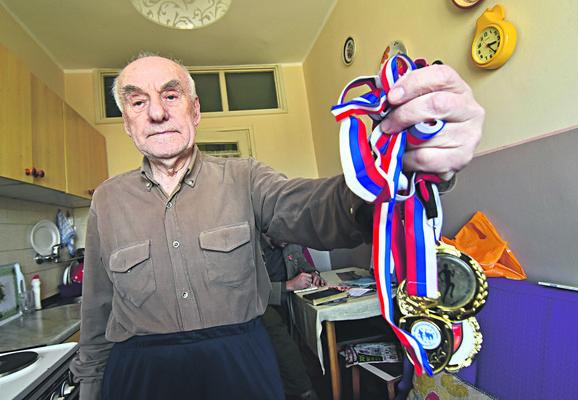 Silvester Kovač sa svojim medaljama