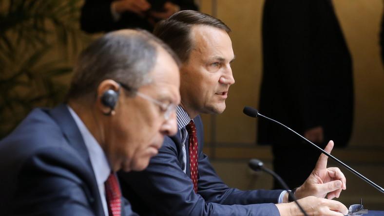 Minister spraw zagranicznych Radosław Sikorski i minister spraw zagranicznych Rosji Siergiej Ławrow